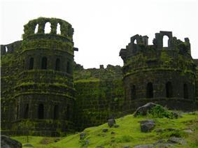 Raigad fort towers.jpg