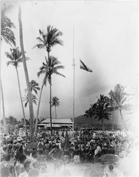 Raising the German flag at Mulinu'u, Samoa 1900 photo AJ Tattersall.jpg