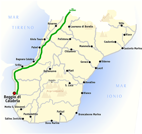 Map of the province of Reggio Calabria, with Rosarno located to the north between the coast and the A3 motorway (A3 depicted in green)