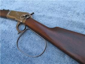 Large metal firing loop on the Rifleman's rifle