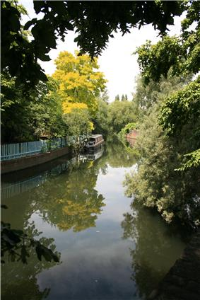 Confluence of the Brentford arm of the Grand Union Canal on the left, with the River Brent coming from under the bridge on the right.