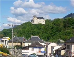 The centre of La Rochette, and the chateau