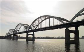 An arch bridge with five arches sits over a river