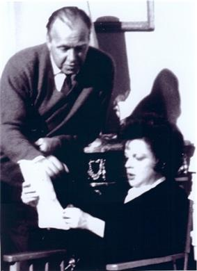 Neame and Judy Garland on the set of ICouldGoOnSinging