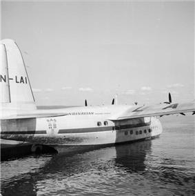 Four-engined amphibious aircraft