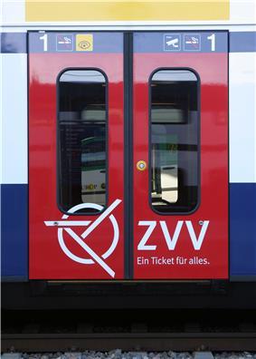 ZVV logo on the door of an SBB-CFF-FFS RABe 514.