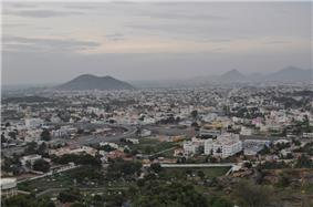 Overview of Salem, with mountains in the background