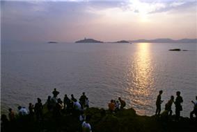 Sanshan Yuantouzhu and Lake Tai.jpg