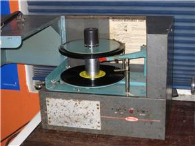 Old metal turntable with thick spindle