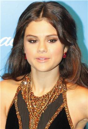 Selena Gomez UNICEF 2, 2012 (cropped).jpg