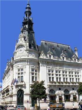 City Hall of Sens