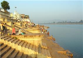 Sethani Ghat, raja mholla an important landmark of the city. It is about 150 years old. Built by Janaki Bai.
