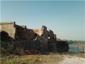 Shahi qila on the bank of Tapti river