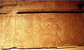 Ankhefenmut adores the royal name of pharaoh Siamun in this doorway lintel.