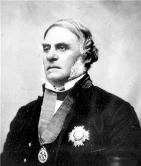 Old black and white photo of an old man in a suit