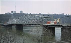 Smithfield Street Bridge from the northeast in 1984 with trolley car.jpg