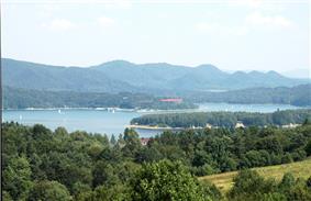 Solina lake view.jpg