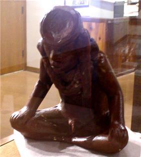 Spiro red horn statue HRoe 2005.jpg