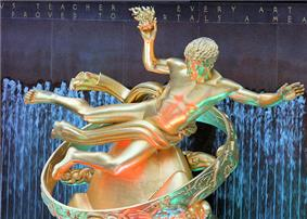 Statue at Rockefeller Centre.jpg