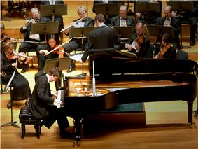 Stephen Beus performs in the 2006 Gina Bachauer International Piano Competition