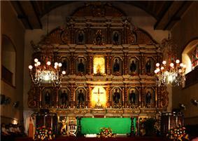 Sto Nino Basilica Retablo.jpg