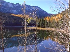 Strawberry Lake and mountains in fall.