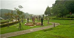 Taiwan 2009 Garden of the Generalissimos at CiHu Mausoleom of Chiang Kai Shek in TaoYuan County FRD 7888.jpg