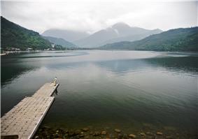 Taiwan 2009 HuaLien Carp Lake FRD 5321.jpg