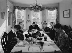 Thanksgiving in the Earle Landis home, 1942