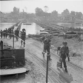 The British Army in Normandy 1944 B9743.jpg