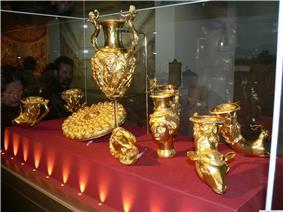 Thracian treasure NHM Bulgaria.JPG