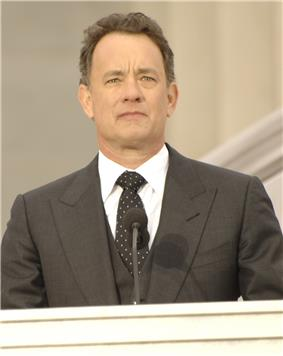 Photo of Tom Hanks standing behind a podium at the Lincoln Memorial in 2009.