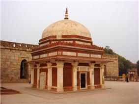 Tomb of Imam Zamin, next of Alai Darwaza, Qutb minar complex.jpg
