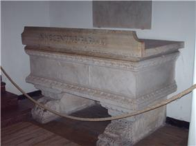 A photo of the tomb of Pope Innocent IX