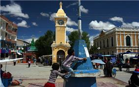 The street market in the town centre of Uyuni