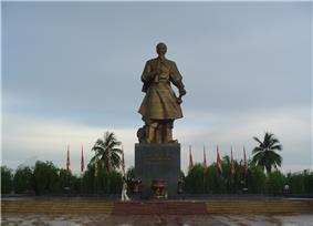 Statue of Trần Hưng Đạo in Nam Định