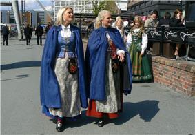Trondheim bunad May 17.jpg
