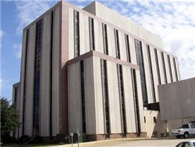 A view of the Tuscaloosa County Courthouse as seen from Greensboro Avenue