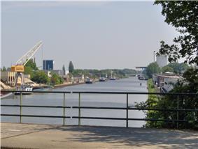 Twentekanaal through Hengelo