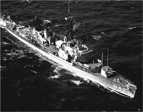 USS Fiske (DD-842) underway in the Atlantic Ocean, on 18 October 1971.