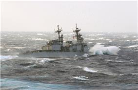 US Navy 021029-N-0120R-004 The destroyer USS Paul F. Foster turns away after an attempt to replenish fuel.jpg
