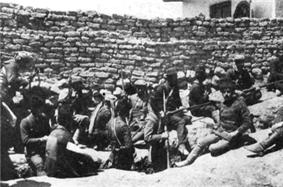 Van April 1915 Armenian group.png