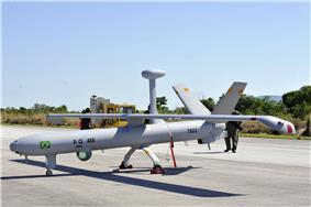 Vant Hermes 450 da FAB no aeroporto de Cáceres (MT) (8101398607).jpg