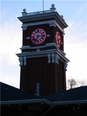 Bryan Tower on the Pullman WSU campus at twilight