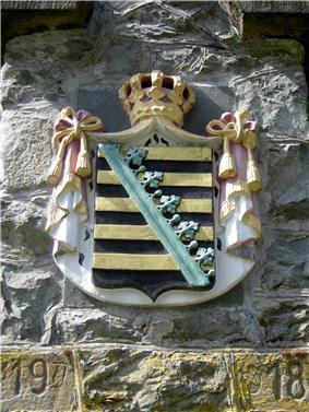 Photograph of the Ernestine coat of arms on a boundary stone