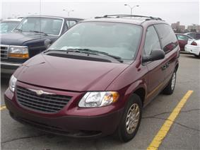 2001 Chrysler Voyager.