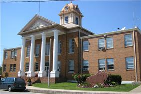 Wolfe County courthouse in Campton